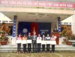 Phòng GD&ĐT khen thưởng các em học sinh