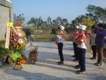 Trường Tiểu học Lương Thế Vinh ổ chức  dâng hoa kính viếng và thắp hương nghĩa trang liệt sĩ