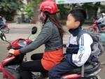 Từ 10-4, phạt phụ huynh không đội mũ bảo hiểm cho con